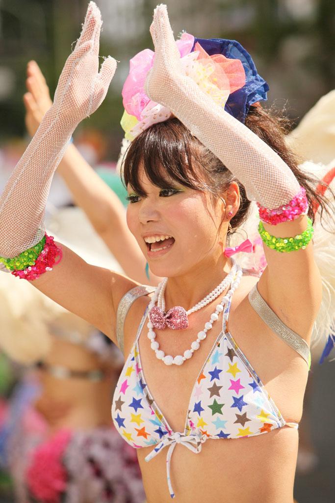 【サンバエロ画像】日本にもあった!下着同然で踊りまくりのサンバ祭り! 06