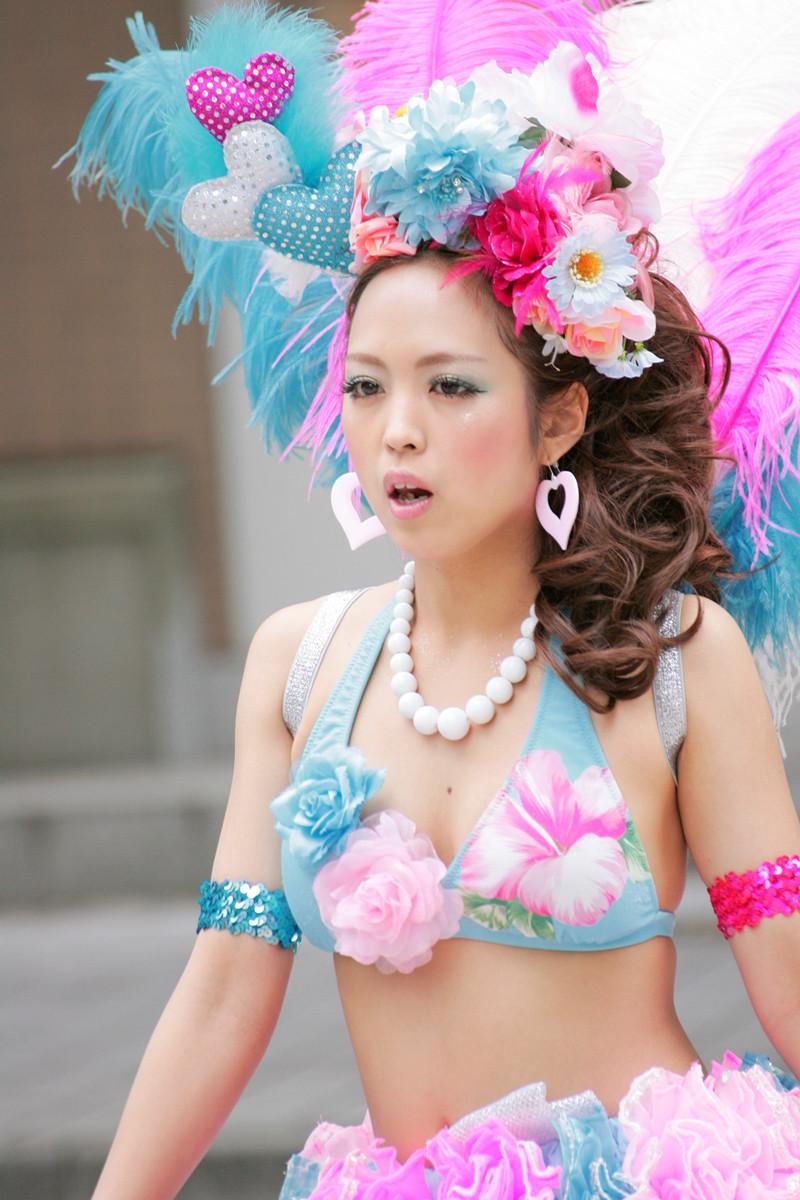 【サンバエロ画像】日本にもあった!下着同然で踊りまくりのサンバ祭り! 07