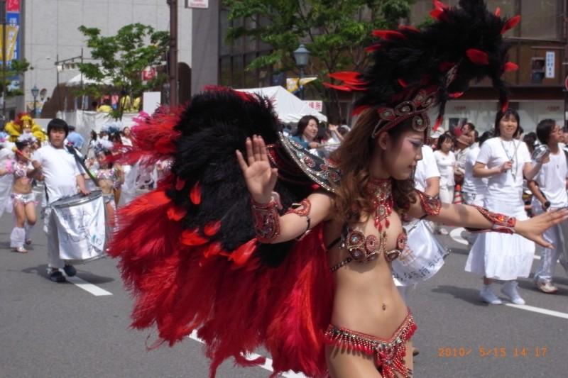 【サンバエロ画像】日本にもあった!下着同然で踊りまくりのサンバ祭り! 11