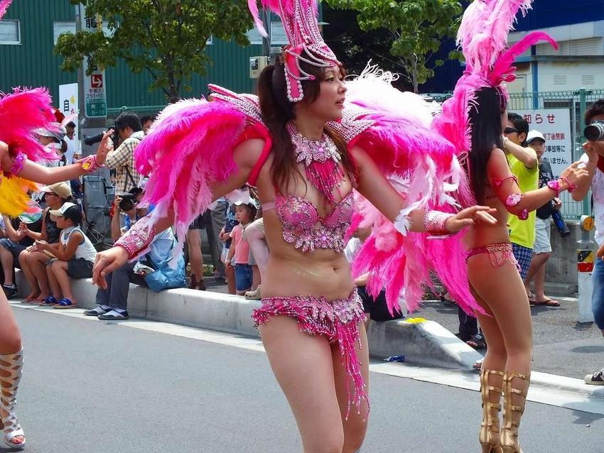 【サンバエロ画像】日本にもあった!下着同然で踊りまくりのサンバ祭り! 12