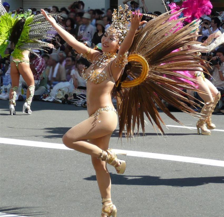 【サンバエロ画像】日本にもあった!下着同然で踊りまくりのサンバ祭り! 13