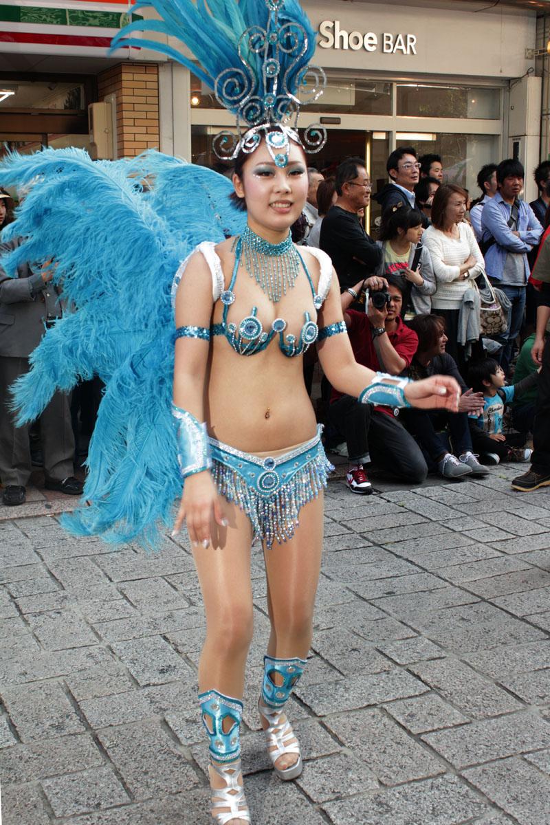 【サンバエロ画像】日本にもあった!下着同然で踊りまくりのサンバ祭り! 14