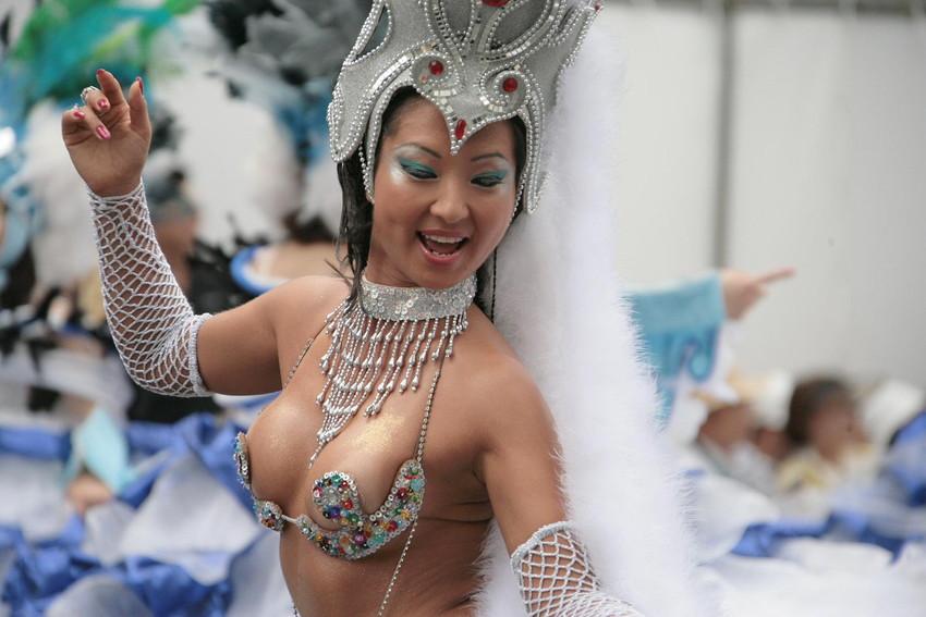 【サンバエロ画像】日本にもあった!下着同然で踊りまくりのサンバ祭り! 16