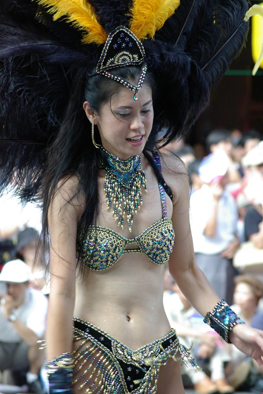 【サンバエロ画像】日本にもあった!下着同然で踊りまくりのサンバ祭り! 20