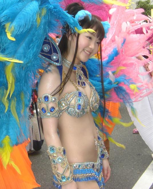 【サンバエロ画像】日本にもあった!下着同然で踊りまくりのサンバ祭り! 21