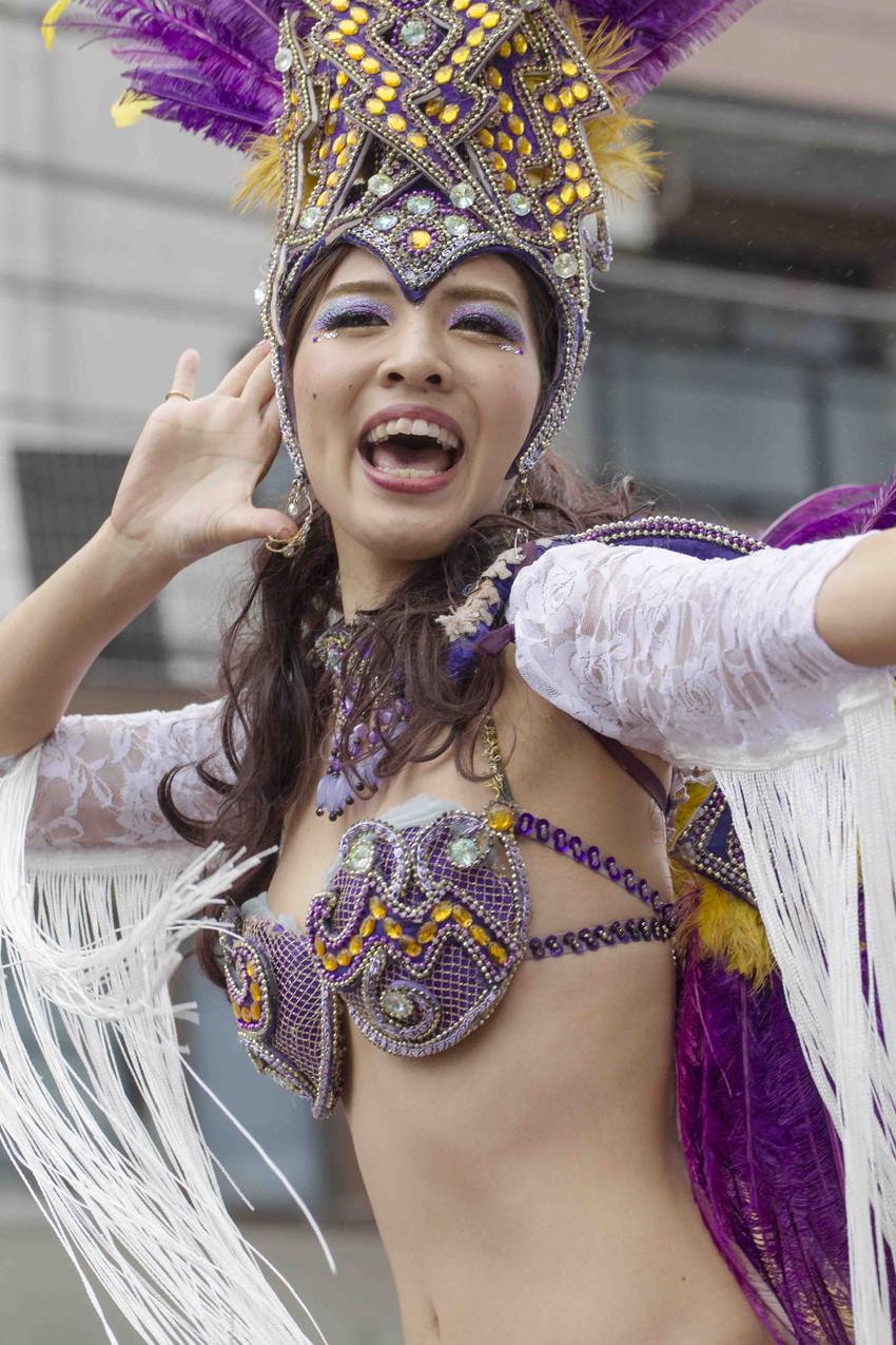 【サンバエロ画像】日本にもあった!下着同然で踊りまくりのサンバ祭り! 22