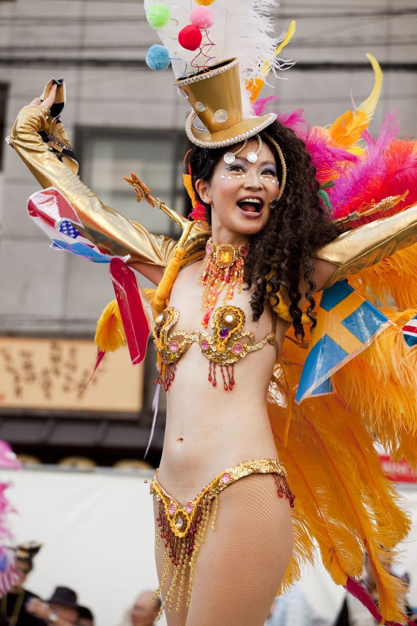 【サンバエロ画像】日本にもあった!下着同然で踊りまくりのサンバ祭り! 23