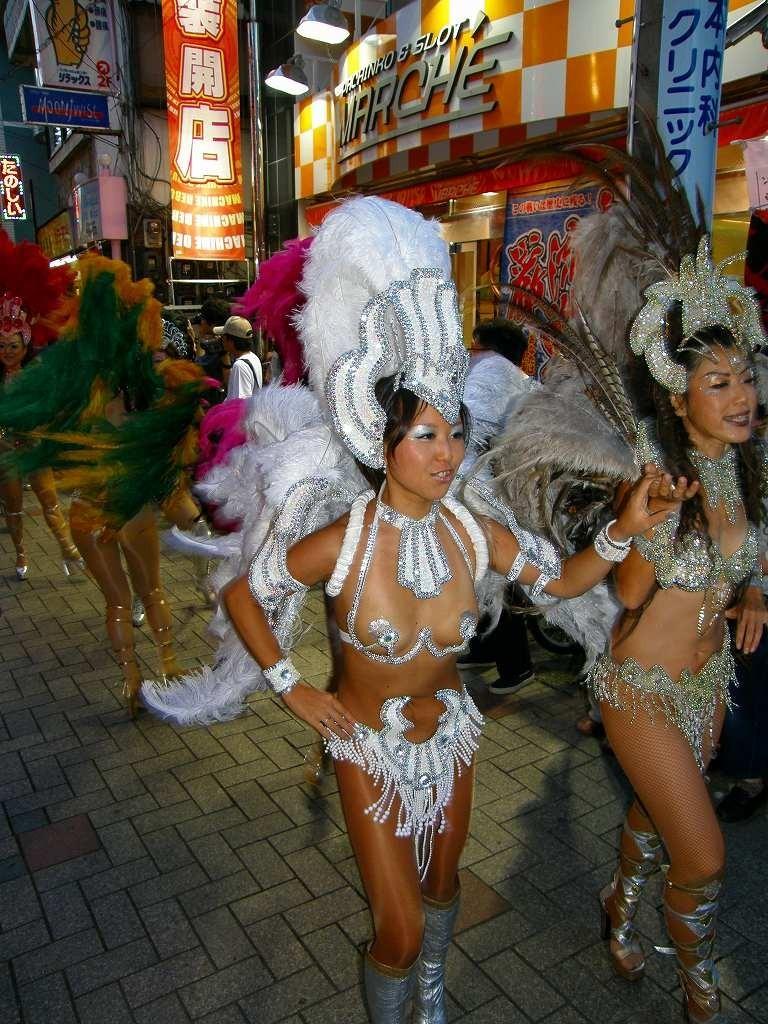【サンバエロ画像】日本にもあった!下着同然で踊りまくりのサンバ祭り! 24