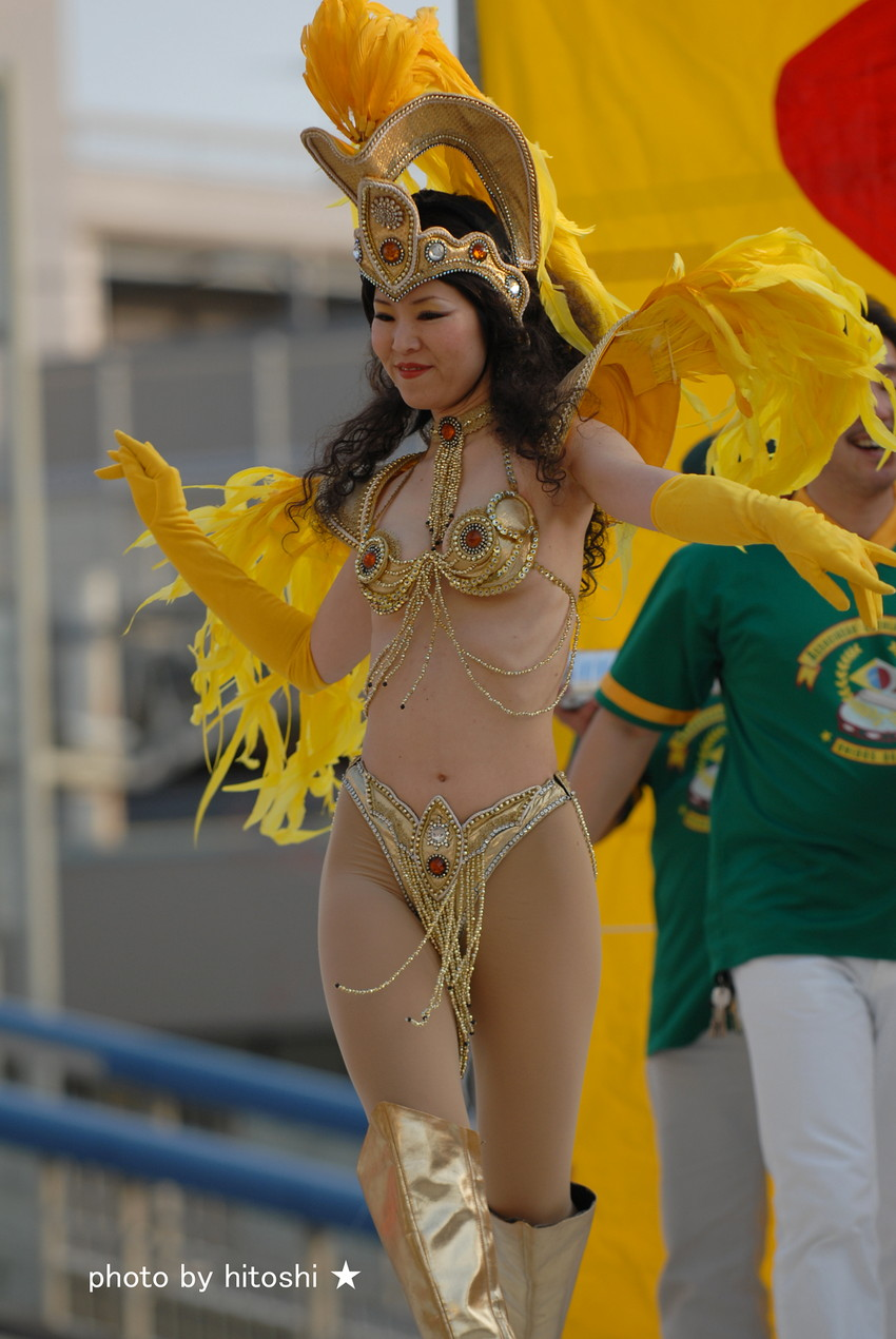 【サンバエロ画像】日本にもあった!下着同然で踊りまくりのサンバ祭り! 25
