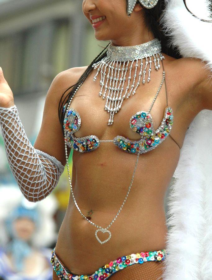 【サンバエロ画像】日本にもあった!下着同然で踊りまくりのサンバ祭り! 26
