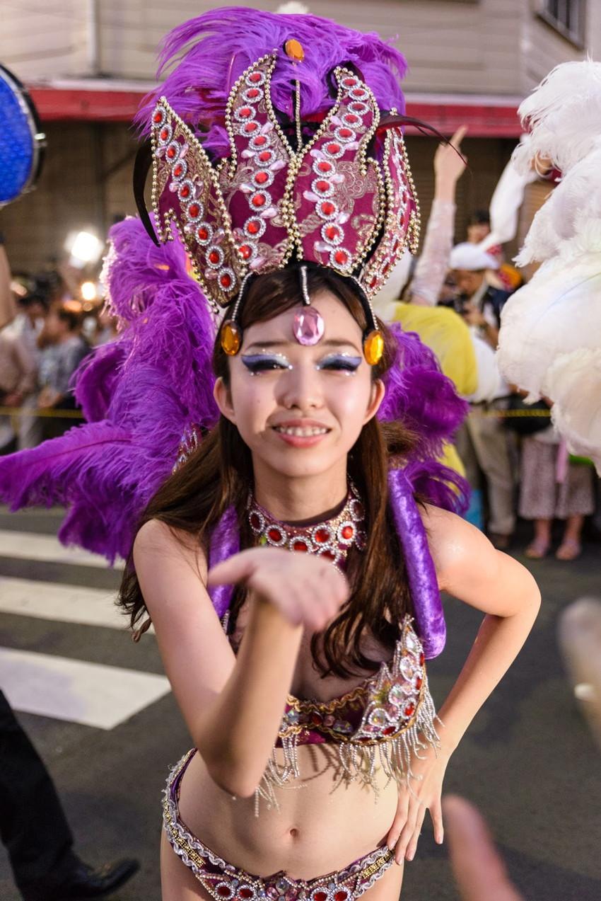 【サンバエロ画像】日本にもあった!下着同然で踊りまくりのサンバ祭り! 28