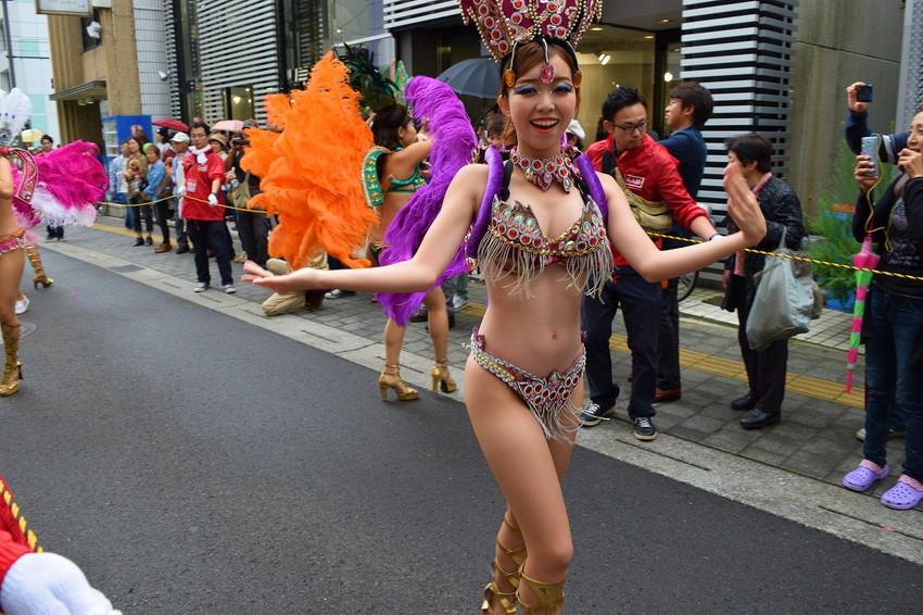 【サンバエロ画像】日本にもあった!下着同然で踊りまくりのサンバ祭り! 29