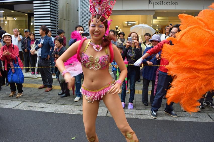【サンバエロ画像】日本にもあった!下着同然で踊りまくりのサンバ祭り! 30