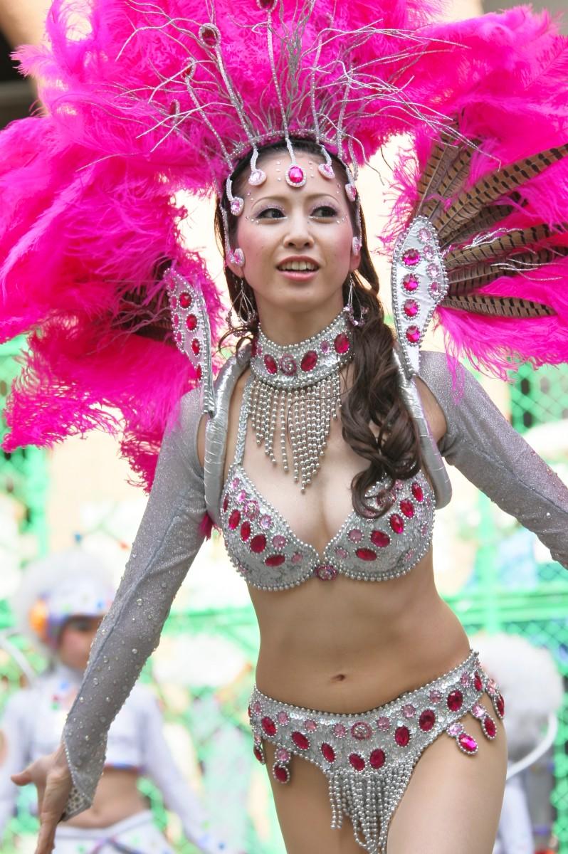 【サンバエロ画像】日本にもあった!下着同然で踊りまくりのサンバ祭り! 33