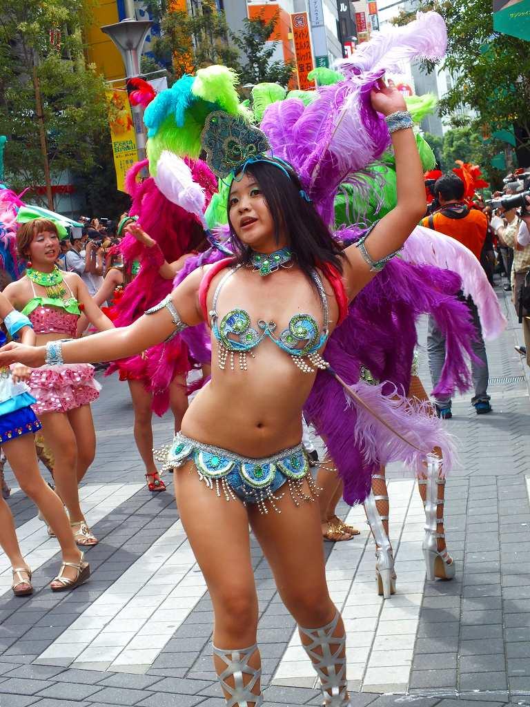 【サンバエロ画像】日本にもあった!下着同然で踊りまくりのサンバ祭り! 37