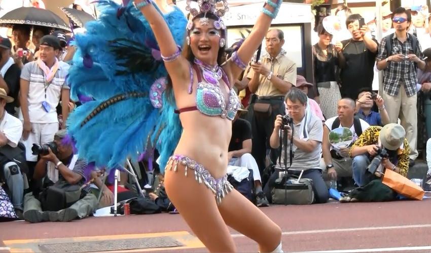 【サンバエロ画像】日本にもあった!下着同然で踊りまくりのサンバ祭り! 44