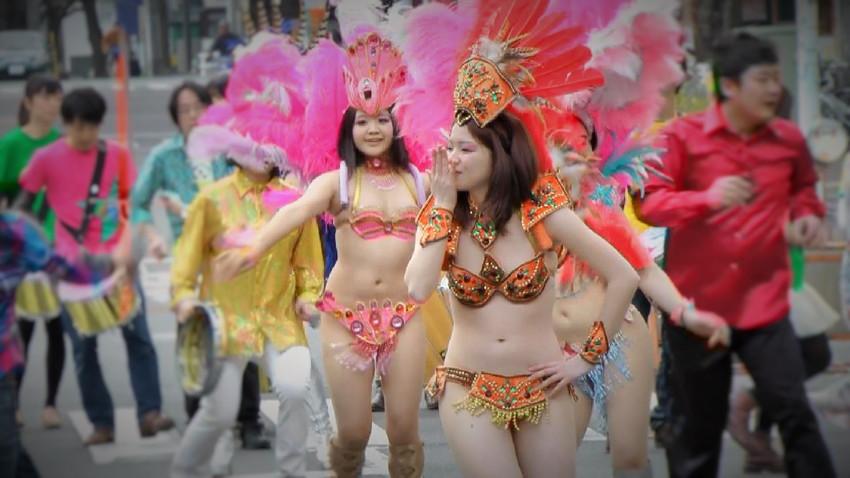 【サンバエロ画像】日本にもあった!下着同然で踊りまくりのサンバ祭り! 45