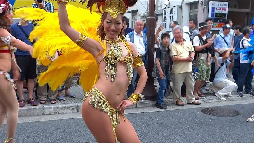 【サンバエロ画像】日本にもあった!下着同然で踊りまくりのサンバ祭り! 46