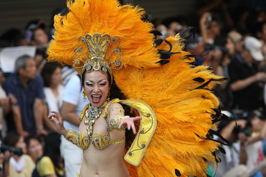 【サンバエロ画像】日本にもあった!下着同然で踊りまくりのサンバ祭り! 49