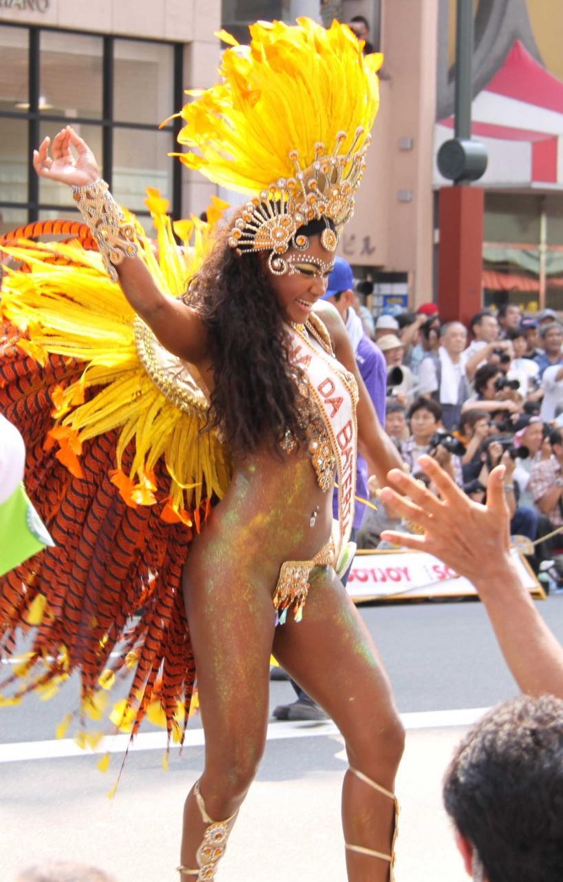 【サンバエロ画像】日本にもあった!下着同然で踊りまくりのサンバ祭り! 51