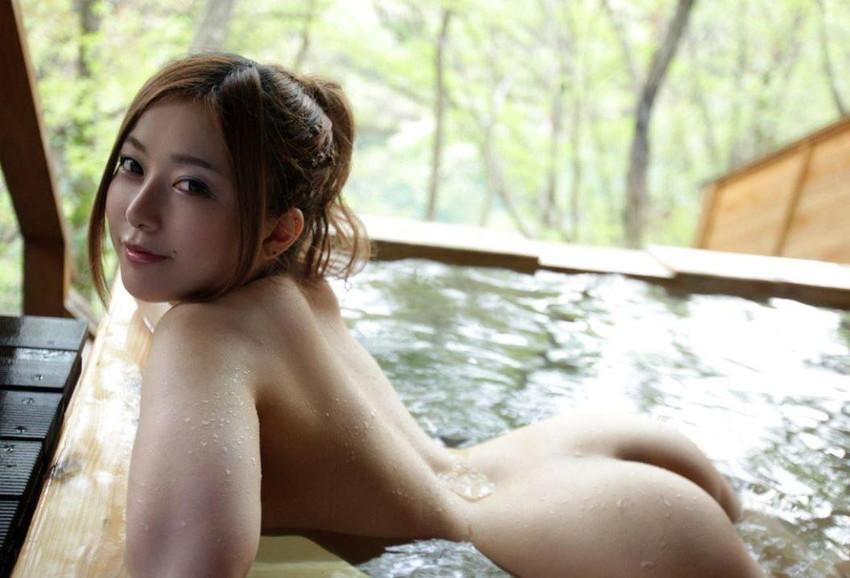 【美尻エロ画像】売れた果実のようにぷるんぷるんな女の子の美尻にズームイン! 32