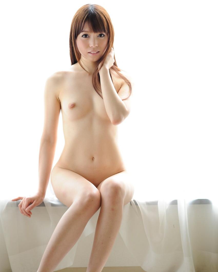 【ちっぱいエロ画像】巨乳じゃなくても、おっぱいの魅力ってあるんじゃないか? 04