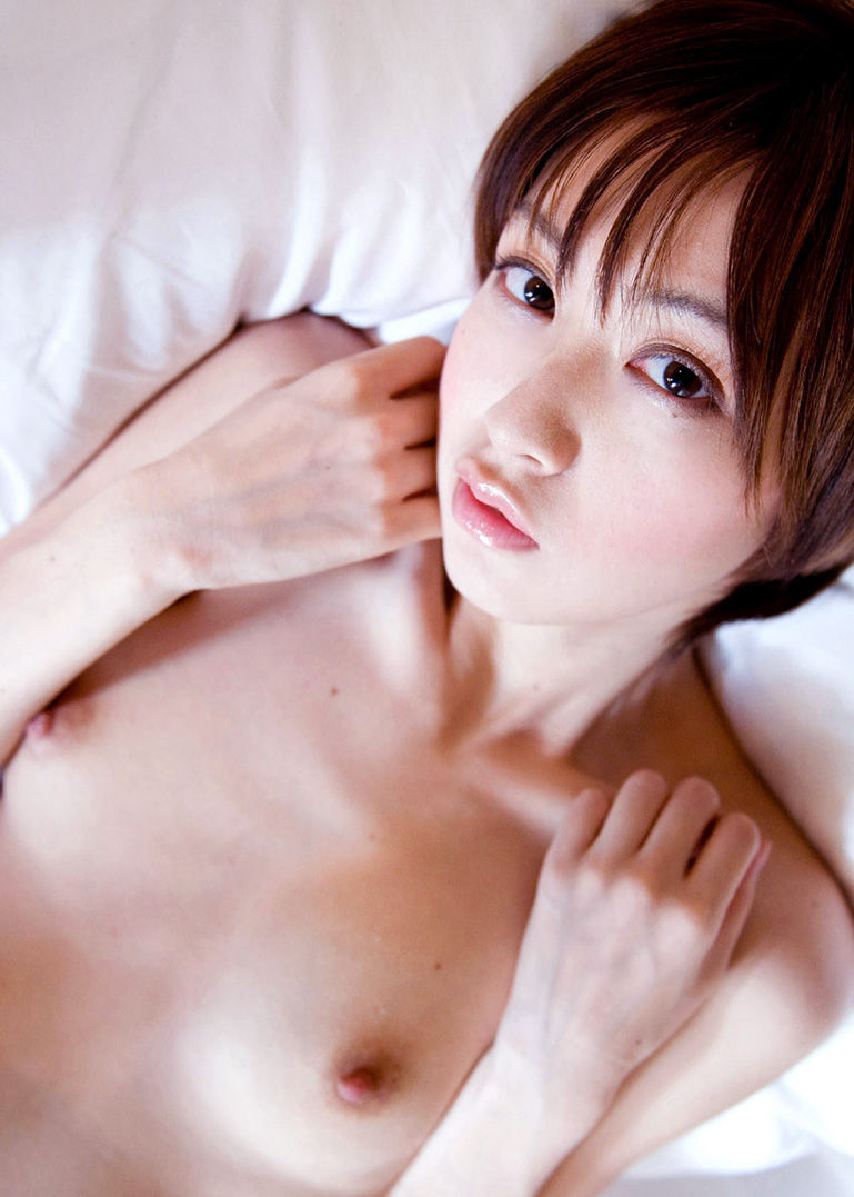 【ちっぱいエロ画像】巨乳じゃなくても、おっぱいの魅力ってあるんじゃないか? 07