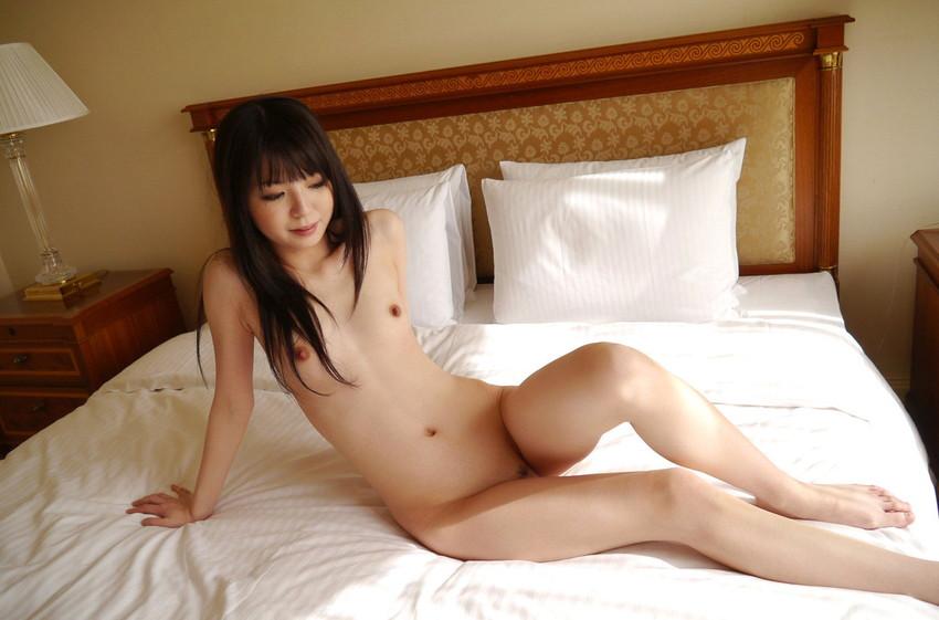 【ちっぱいエロ画像】巨乳じゃなくても、おっぱいの魅力ってあるんじゃないか? 21