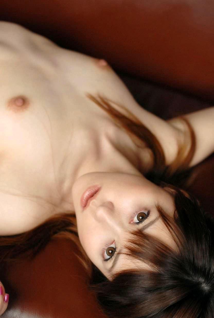 【ちっぱいエロ画像】巨乳じゃなくても、おっぱいの魅力ってあるんじゃないか? 37