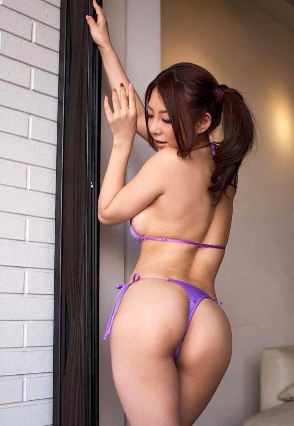 【Tバックエロ画像】Tバックを履いてる女の子の尻に萌えるヤツ寄って来いww 02