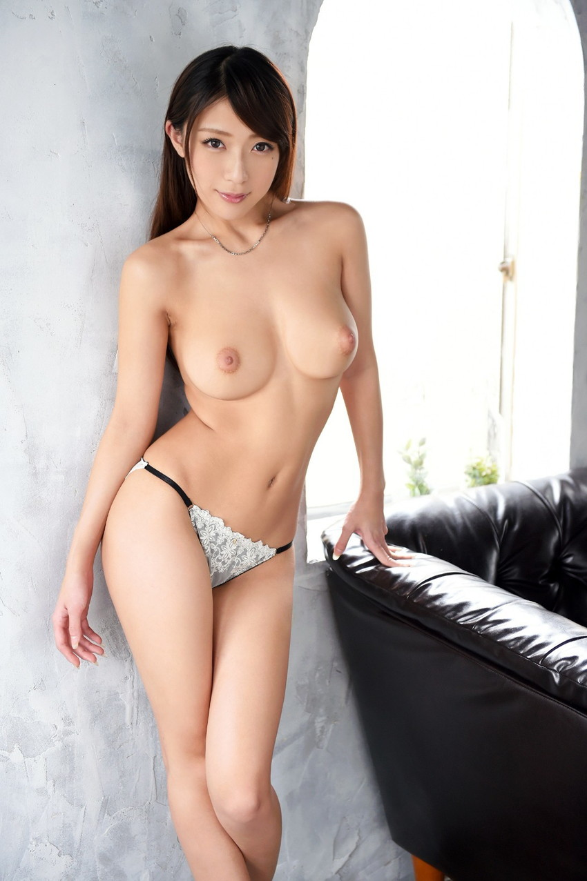 【美乳エロ画像】みんな大好き!美しいおっぱいを集めた美乳の女の子特集! 40