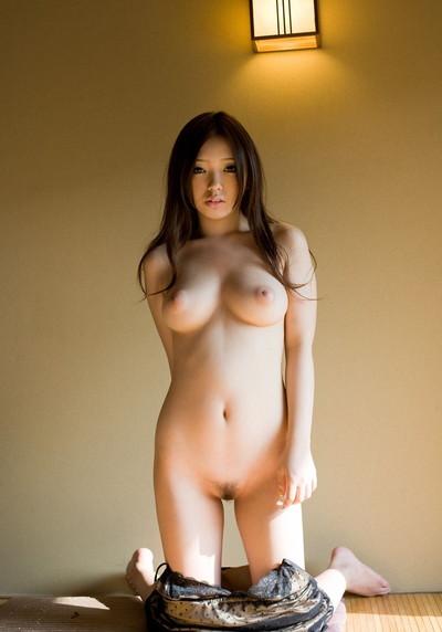 【美乳エロ画像】みんな大好き!美しいおっぱいを集めた美乳の女の子特集! 27