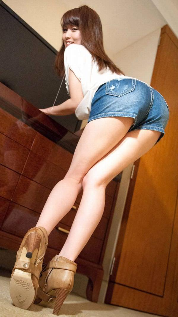 【ホットパンツエロ画像】挑発的なその太もも!街中でも注目必至なホットパンツ! 53