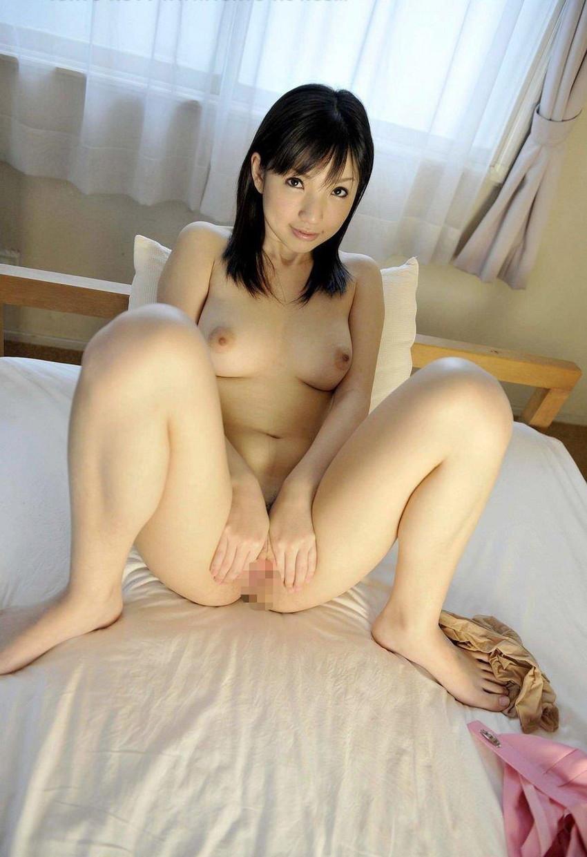 【オマンコくぱぁエロ画像】ここまで広げる!?卑猥にオマンコを見せつける女子! 46