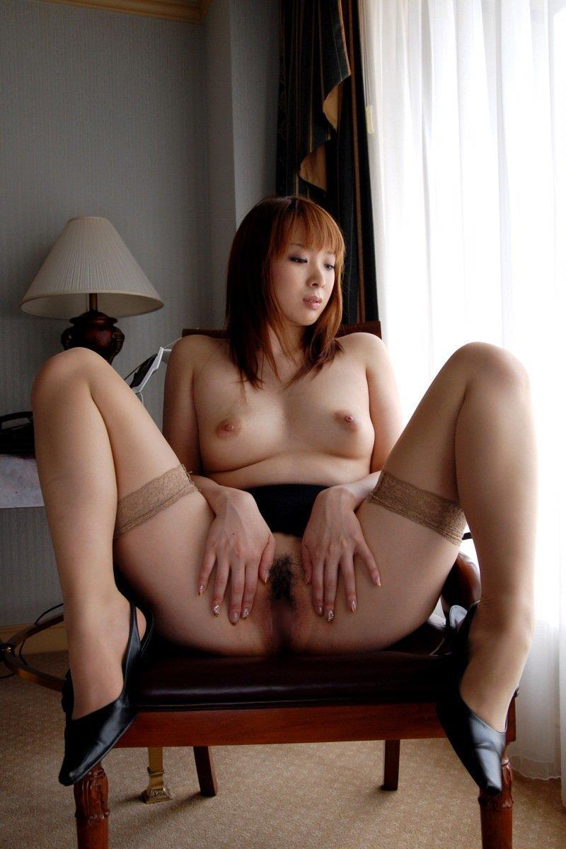 【オマンコくぱぁエロ画像】ここまで広げる!?卑猥にオマンコを見せつける女子! 50