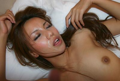 【セックス事後エロ画像】顔、お腹とザーメンぶっかけられた女の子たちの末路www 24