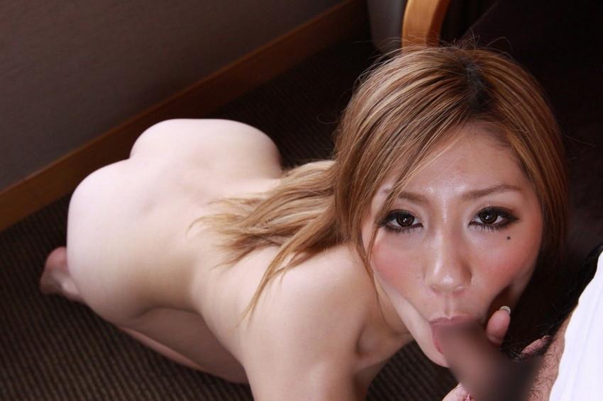 【全裸フェラチオエロ画像】全裸でフェラしている女子!いつでも準備OK! 28