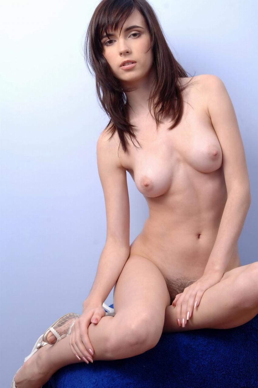 【白人ヌードエロ画像】透き通るような白い肌が美しい白人ヌード! 42