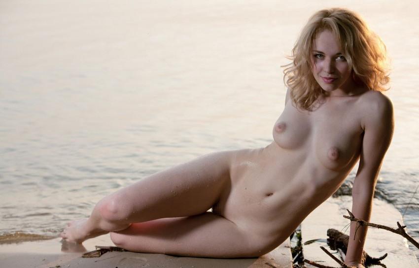 【白人ヌードエロ画像】透き通るような白い肌が美しい白人ヌード! 46