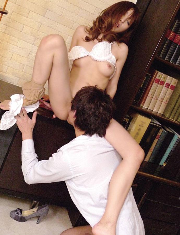 【クンニリングスエロ画像】女の子のオマンコ舐めてたらフル勃起したwww 22