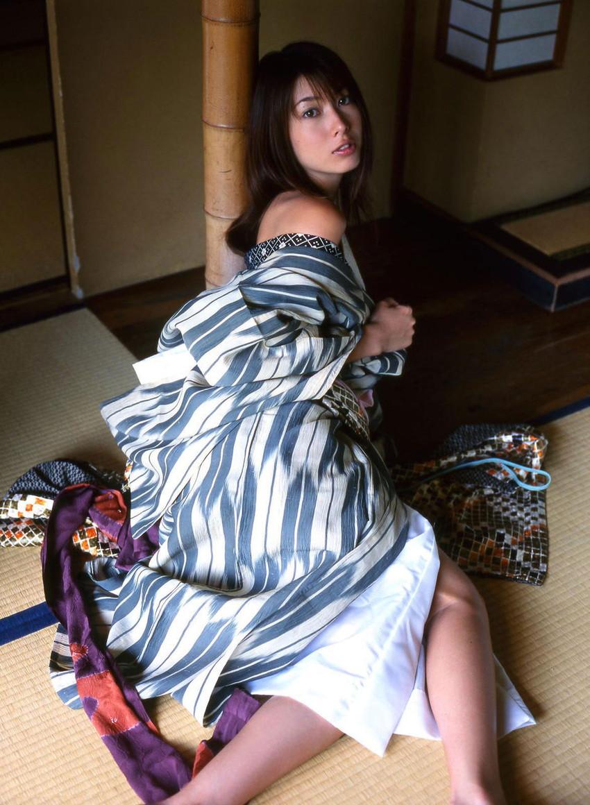 【和服エロ画像】日本の心、和服姿の女の子のエロスってたまらないよな!?w 24