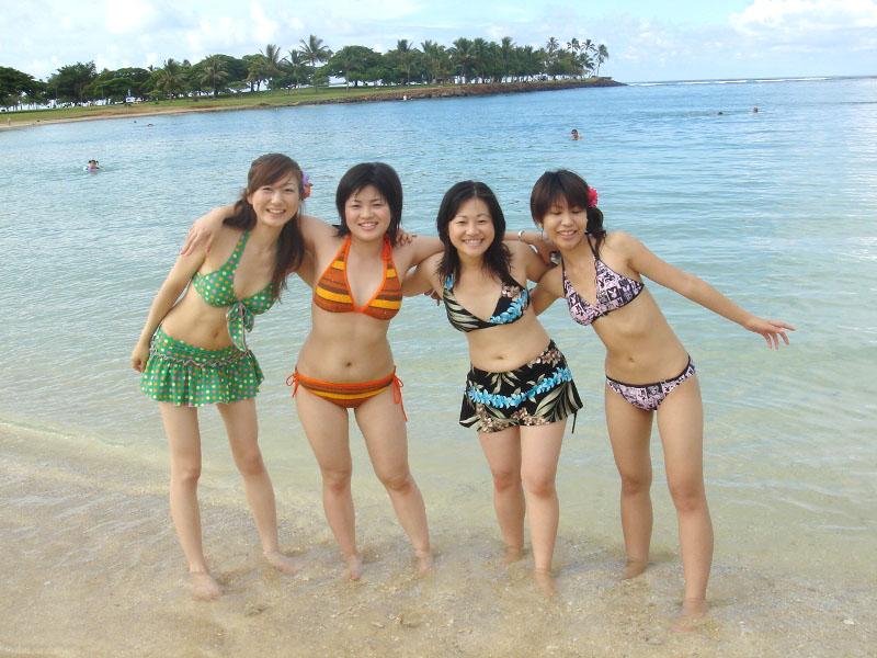 【素人水着エロ画像】下着同然!?生々しいまでの素人娘たちの水着姿! 32
