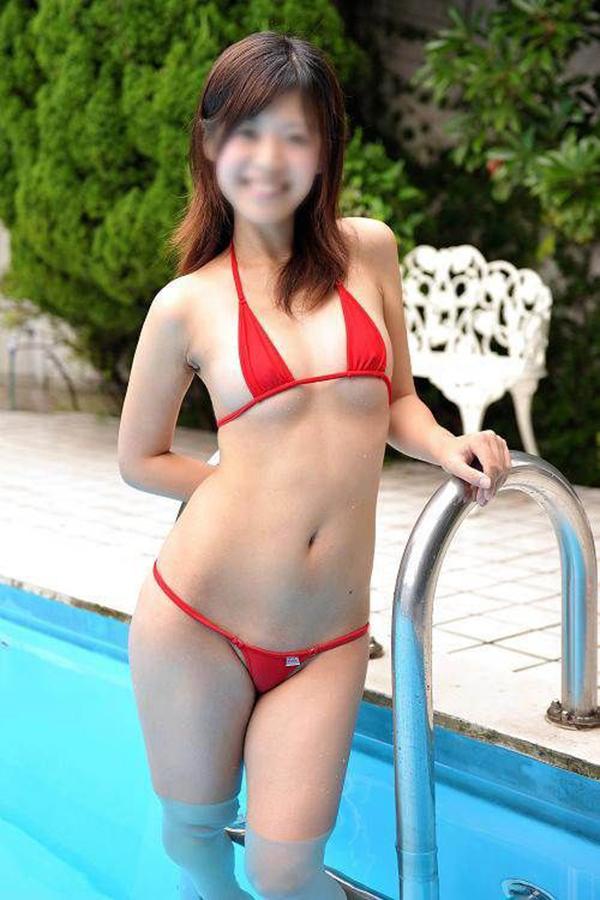 【マイクロビキニエロ画像】こんな裸同然の水着で人前に立つなんて正気とは思えないw 12