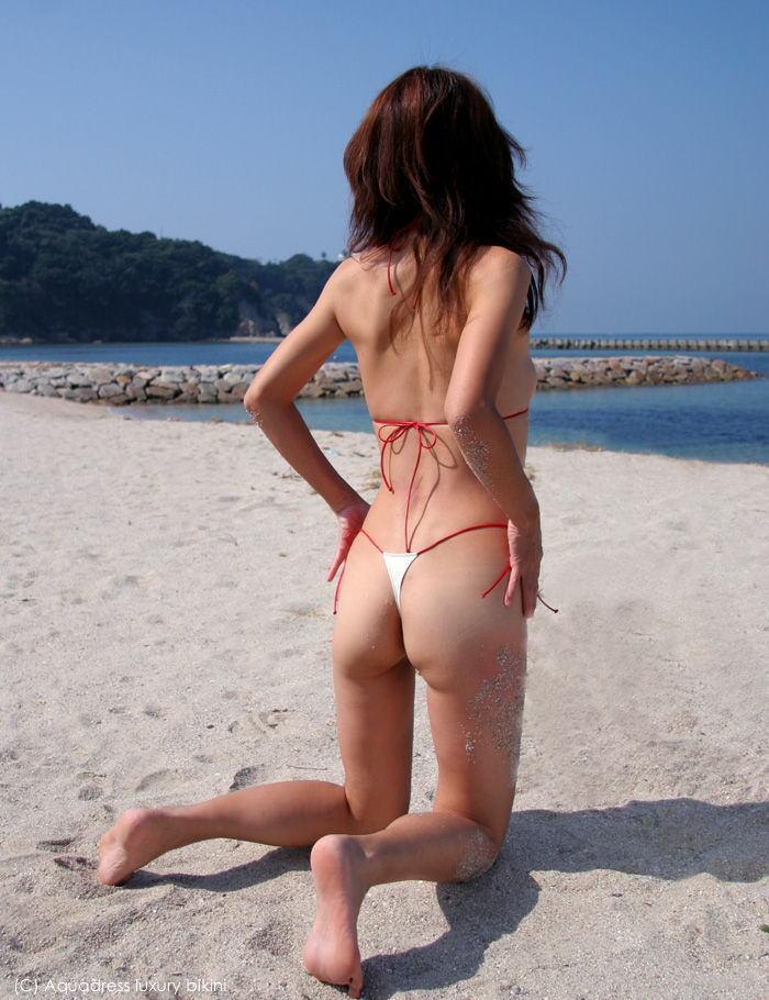 【マイクロビキニエロ画像】こんな裸同然の水着で人前に立つなんて正気とは思えないw 51