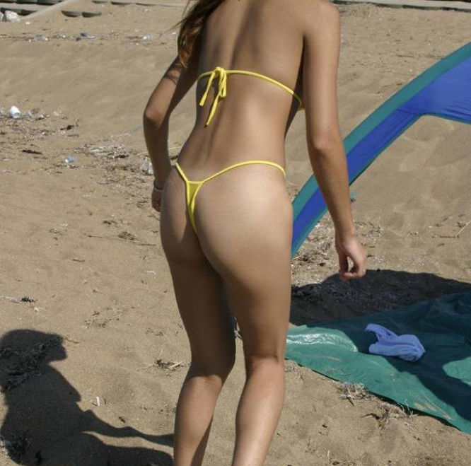【マイクロビキニエロ画像】こんな裸同然の水着で人前に立つなんて正気とは思えないw 53
