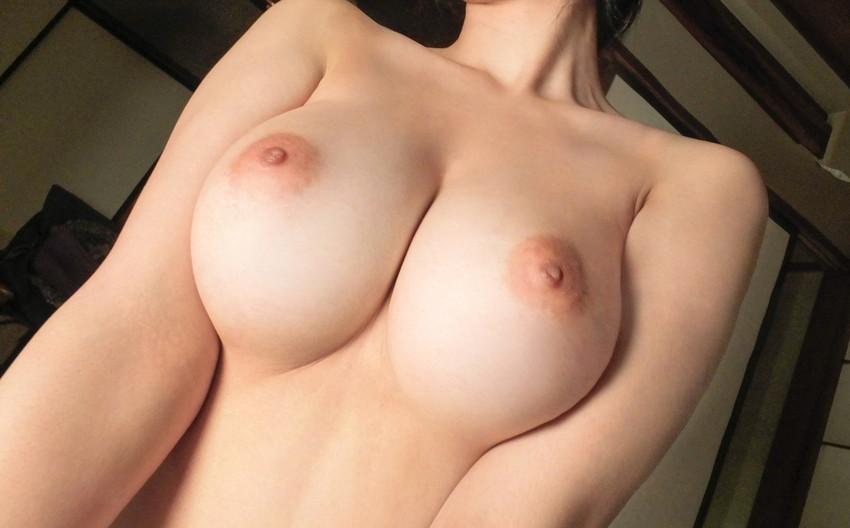 【美乳エロ画像】こんな美乳なおっぱいの彼女がいたらそれだけで勝ち組確定! 37