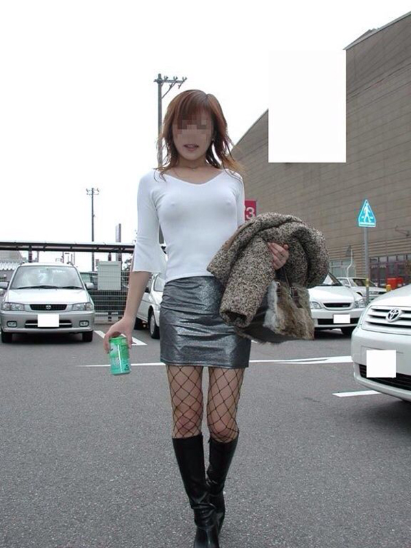 【ノーブラエロ画像】街中でこんな女の子見かけたら、どうしたって二度見するだろ!? 10