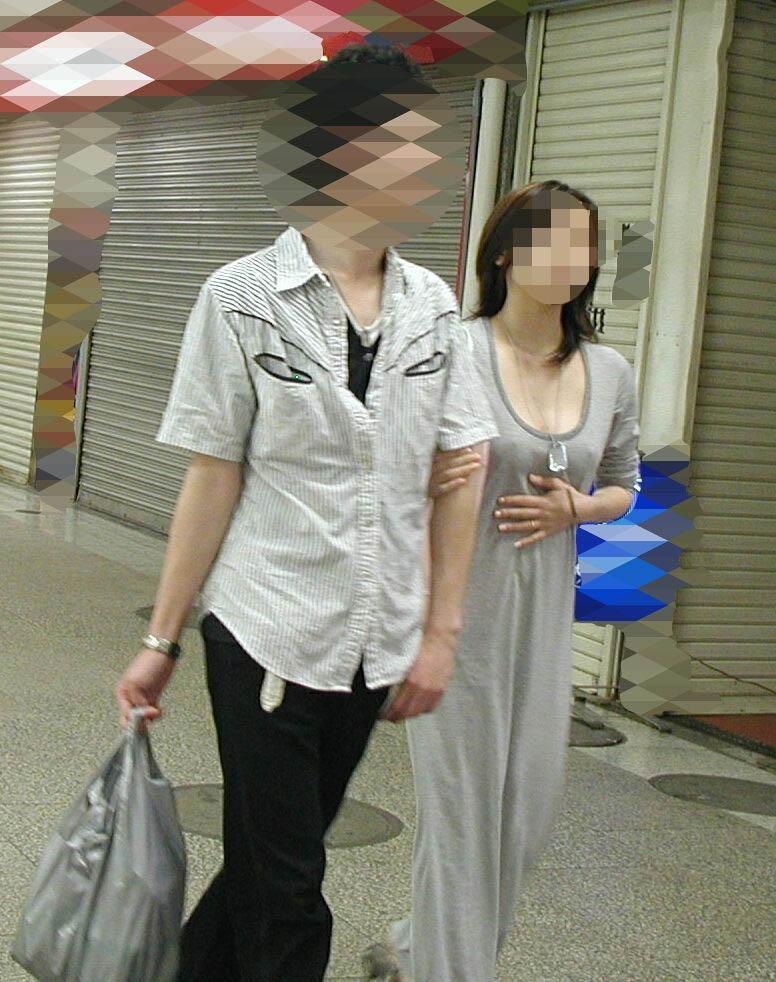 【ノーブラエロ画像】街中でこんな女の子見かけたら、どうしたって二度見するだろ!? 13