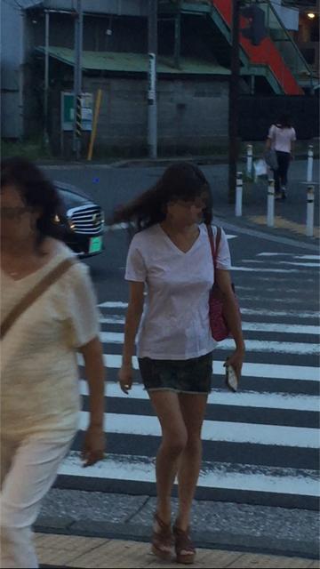 【ノーブラエロ画像】街中でこんな女の子見かけたら、どうしたって二度見するだろ!? 16