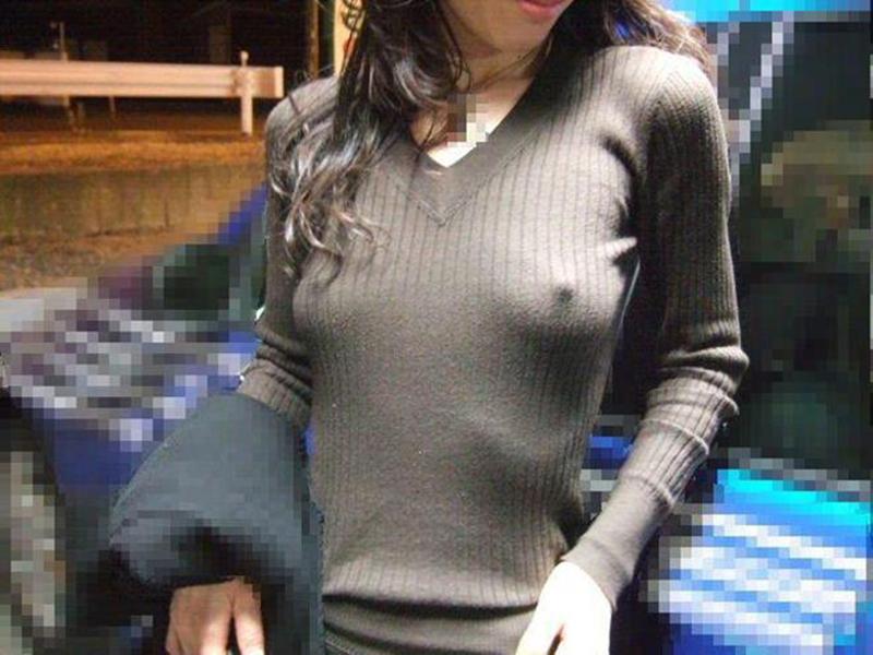 【ノーブラエロ画像】街中でこんな女の子見かけたら、どうしたって二度見するだろ!? 42